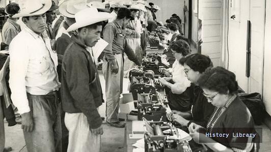 因為強壯手臂計劃來到Rio Vista農場的墨西哥農工。(圖片取自Natioanl Trust for Historic Preservation網站)