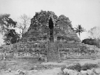 The west side of the Shiva temple at the Prambanan complex near Yogyakarta / Sebelah Barat Candi Siwa Prambanan di Yogyakarta, 1890 | by Java Album