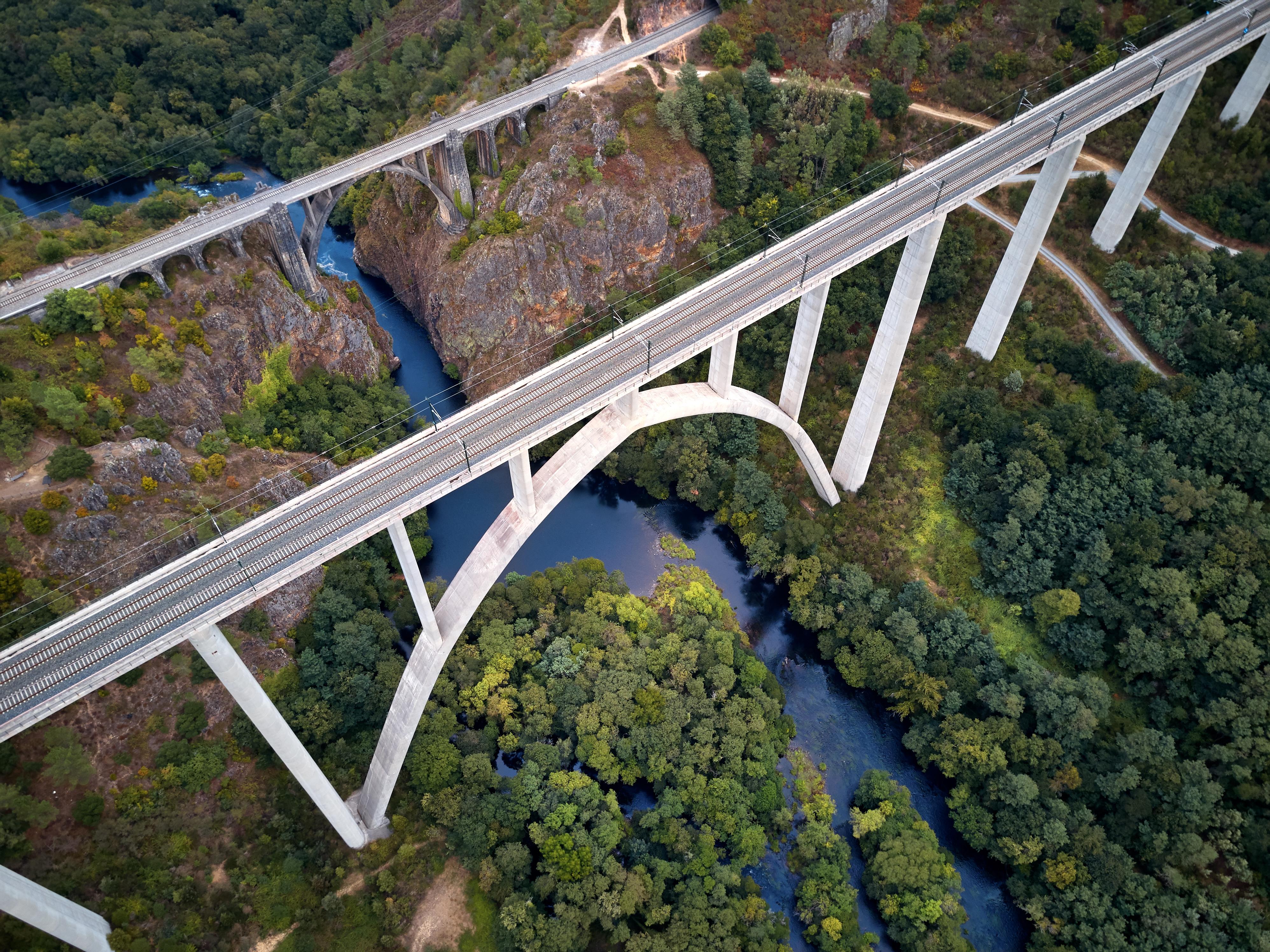 Viaduto do Eixo & Ponte de Gundian, Hiszpania
