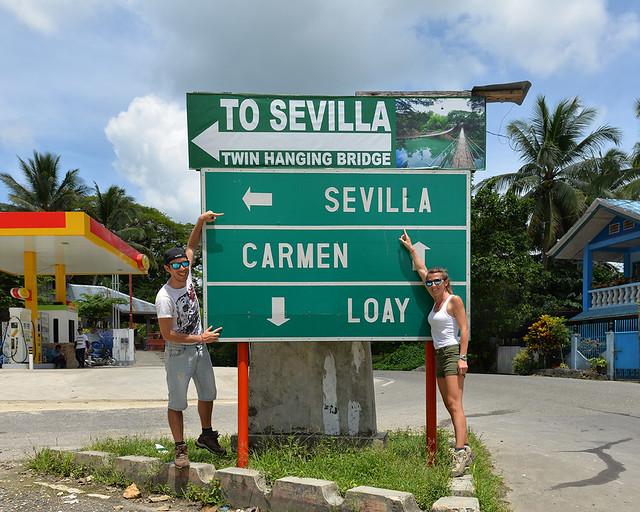 Siguiendo unos carteles para ir a la Sevilla de Filipinas