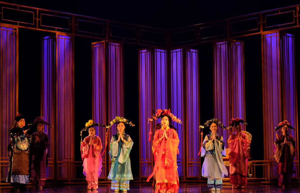 The door set created entrances and exits for actors and actresses | Photo Credits: Singapore Repertory Theatre