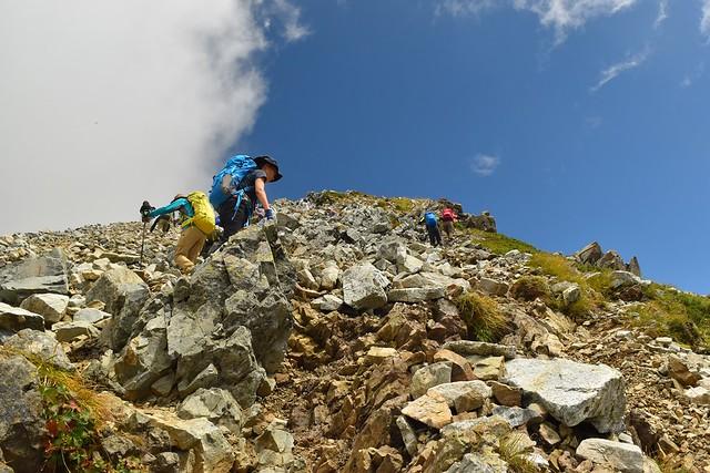 一の越から立山・雄山の急坂