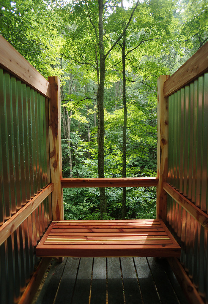 cedar outdoor shower - bench 00 | Ziggy Liloia | Flickr