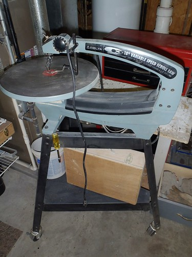 "Delta 18"" variable speed scroll saw 