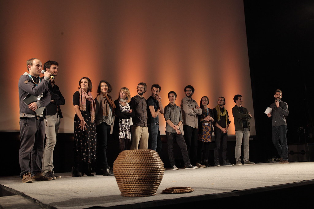 首映會上,《拉賈斯坦的藍色黃金》的所有工作人員均上台,介紹此片與製作感想,在台前放置的竹簍是拉賈斯坦的傳統盛物器具。