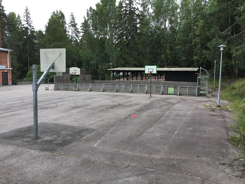 Kuva toimipisteestä: Lahnuksen koulu / Koripallokenttä