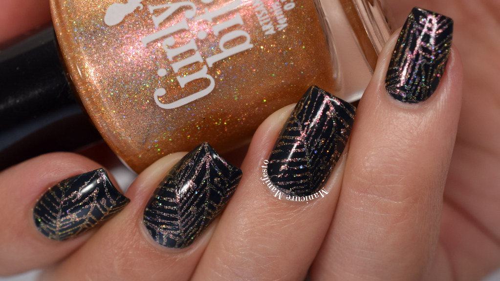 Spiderweb nail art