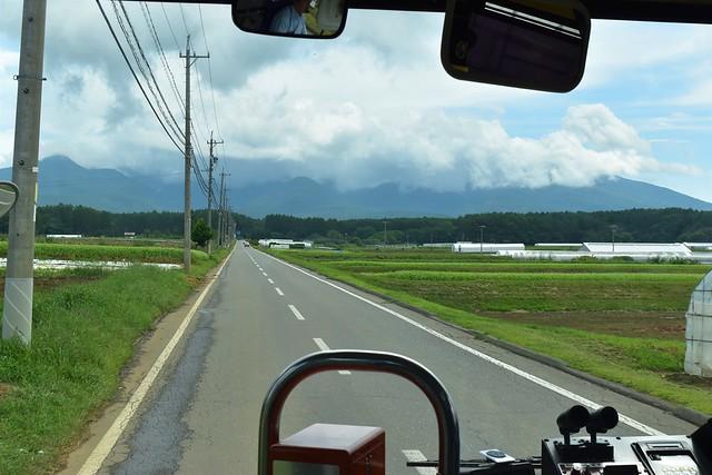 美濃戸口行きバスから見る八ヶ岳