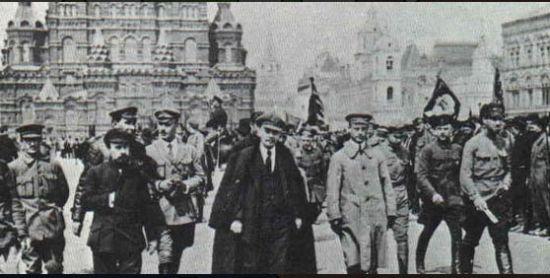 俄國十月革命,布爾什維克取得政權。