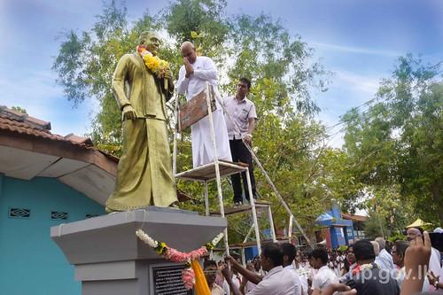 Governor unveils Statue of Former Principal of Skandavarothaya College