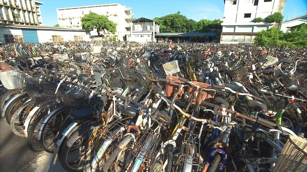 920-3-40 大研發出一套自行車管理系統,運用這套管理機制,有效掌控校內腳踏車數量的成長和秩序。