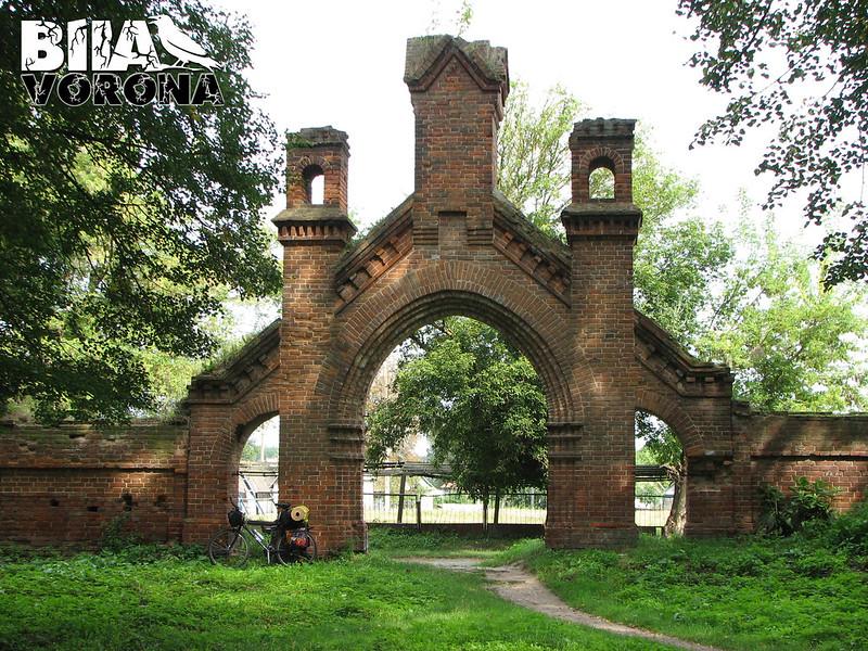 Ворота цвинтаря. Вид зсередини