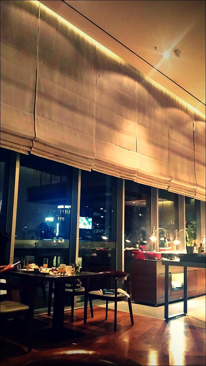내부-'영등포 코트야드 메리어트 모모카페(Momocafe courtyard by marriott seoul times square)'