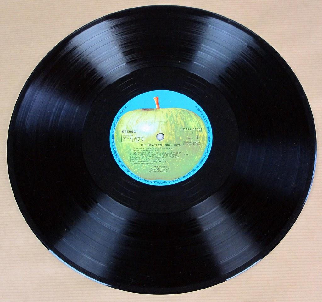 Beatles 1967 1970 Blue Album Cover 2nd Pressing Gatefold