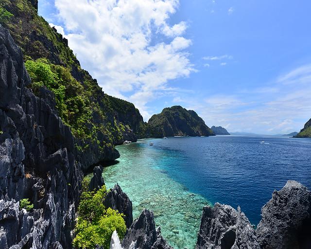 Arrecifes d Matinloc vistos desde lo alto de un mirador