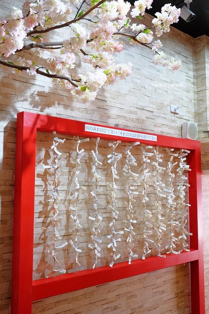 36828473515 2449c707be b - 熱血採訪 | 大御茶社。一中街最新IG超夯話題,日本神社 大紅鳥居空降,還有超美的浪漫櫻花造景可以拍照呦!