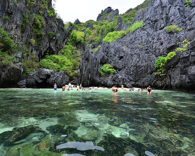 La hidden beach del tour C de Filipinas durante el famoso island hopping de El Nido