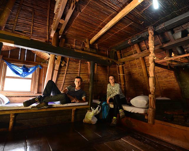Interior de nuestra cabaña en Ifugao, al norte de Filipinas, donde dormimos en Batad