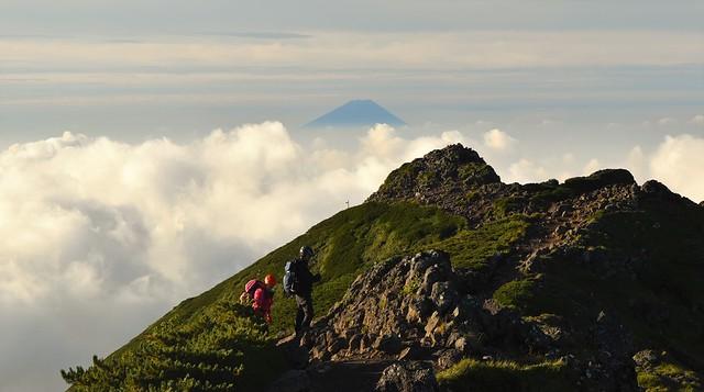八ヶ岳から眺める富士山