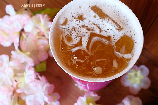 36828472035 9fcb638bb9 b - 熱血採訪 | 大御茶社。一中街最新IG超夯話題,日本神社 大紅鳥居空降,還有超美的浪漫櫻花造景可以拍照呦!