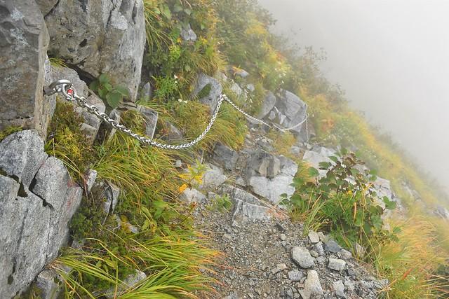 奥大日岳山頂直下の鎖場