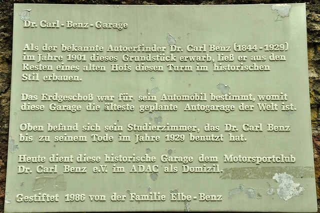 Die älteste geplante Auto-Garage der Welt in Ladenburg am Neckar ... Carl-Benz-Pärkchen ... Foto: Brigitte Stolle