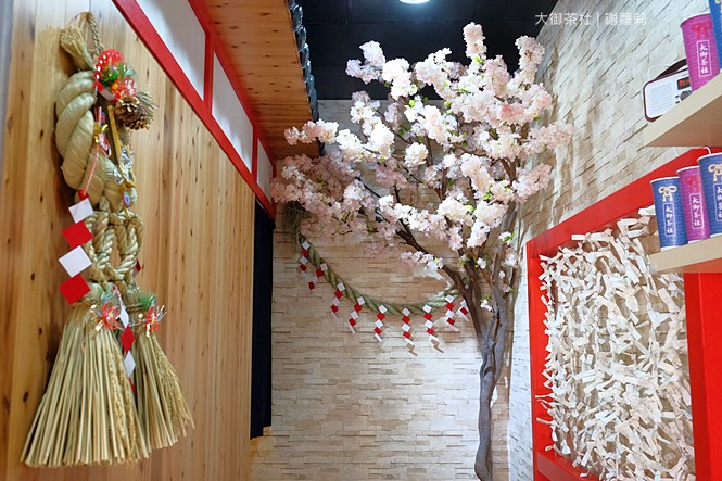 36019127663 4950ff3ff5 b - 熱血採訪 | 大御茶社。一中街最新IG超夯話題,日本神社 大紅鳥居空降,還有超美的浪漫櫻花造景可以拍照呦!