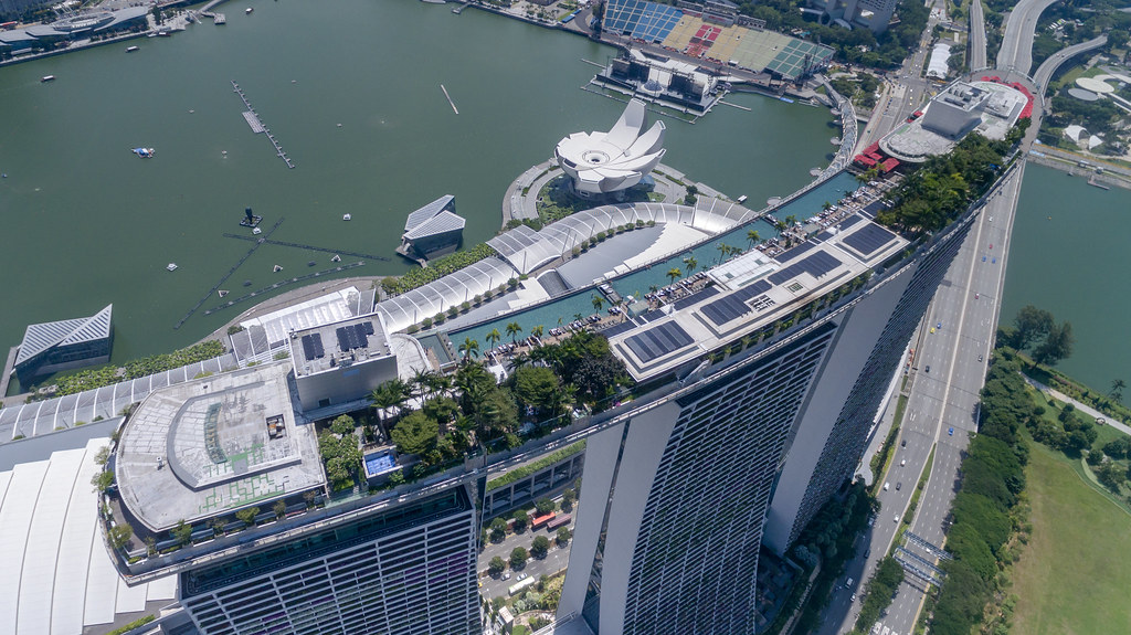 Aerial Of The Infinity Rooftop Pool Marina Bay Sands Flickr