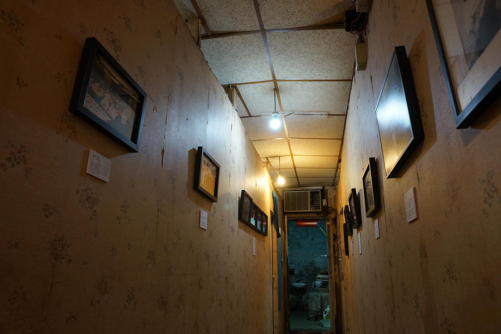文萌樓裡陳列著紀錄公娼們生命與抗爭歷程的攝影作品。(攝影:王顥中)
