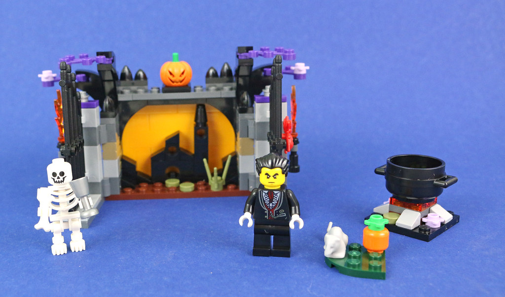 Review: 40260 Halloween Haunt | Brickset: LEGO set guide and database