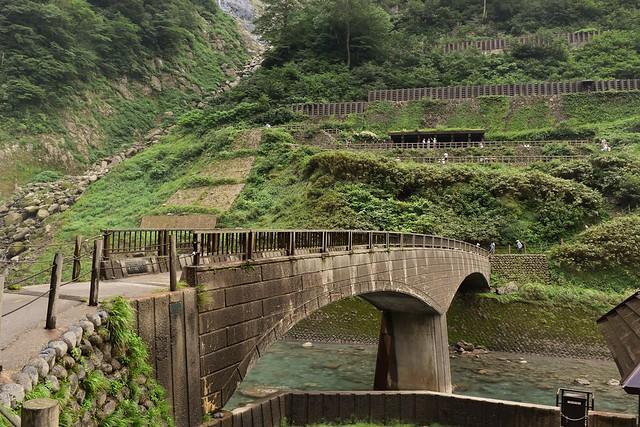 称名滝のノスタルジックな架け橋