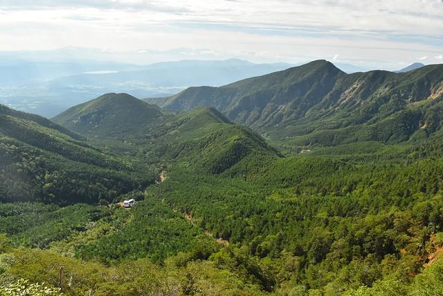 地蔵尾根から眺める行者小屋と赤岳鉱泉
