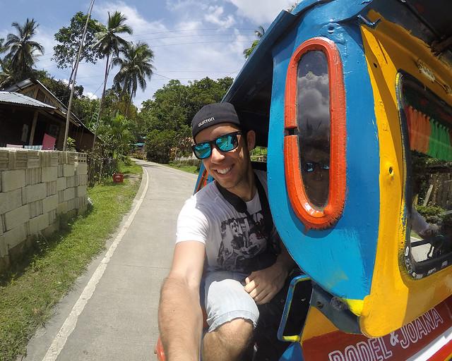 En tricicle, uno de los medios de transporte más usuales en Filipinas