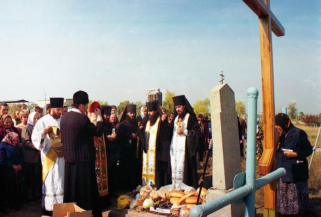 Служение панихиды на могиле игумена Иоанна. 24 сентября 1999г.