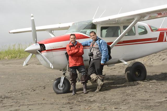 Sele e Isaac en la avioneta de Scenic Bear Viewing (Alaska)