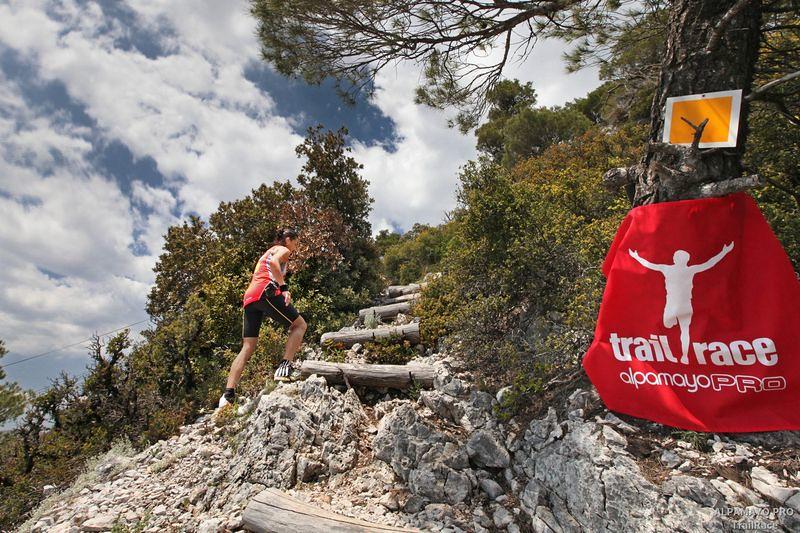 Η ανάβαση στα περίφημα 'Σκαλάκια', ένα από τα highlight του μαραθωνίου του 2011 | © Λουκάς Χαψής