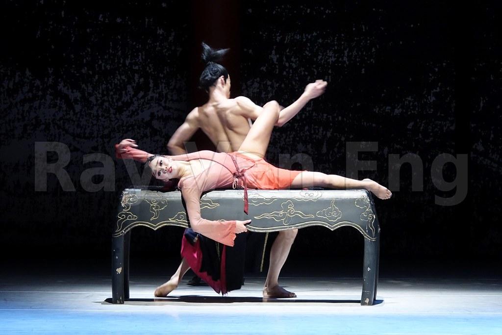 Erotic theatre and dance pics 320