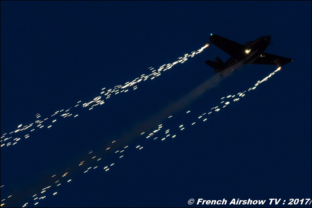 Patrouille Swift Sunset - Globe Swift CG-1B, pyrotechnique ,JPO Aurillac 2017 , Meeting Aerien Aeroclub du cantal 2017