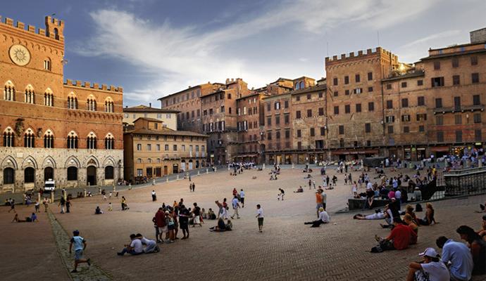 Plaza de Siena, Toscana (Italia). Arquitectura   © Unknown.