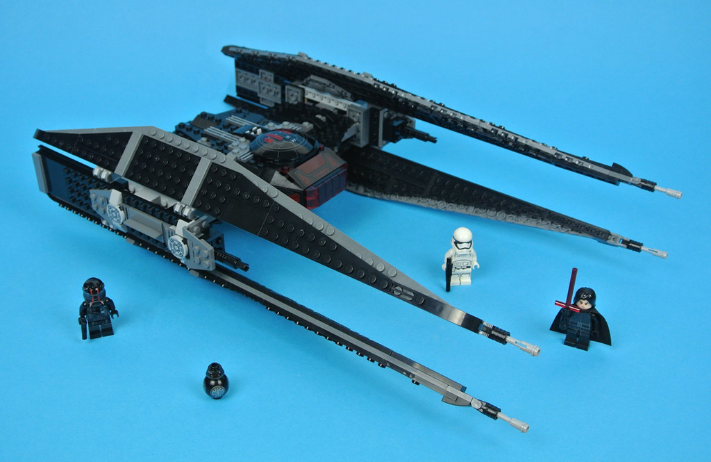 LEGO Star Wars 75179 Kylo Ren's TIE Fighter review