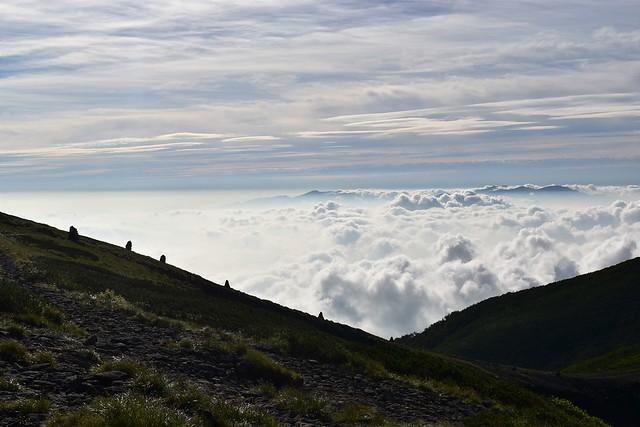 硫黄岳のケルンと雲海