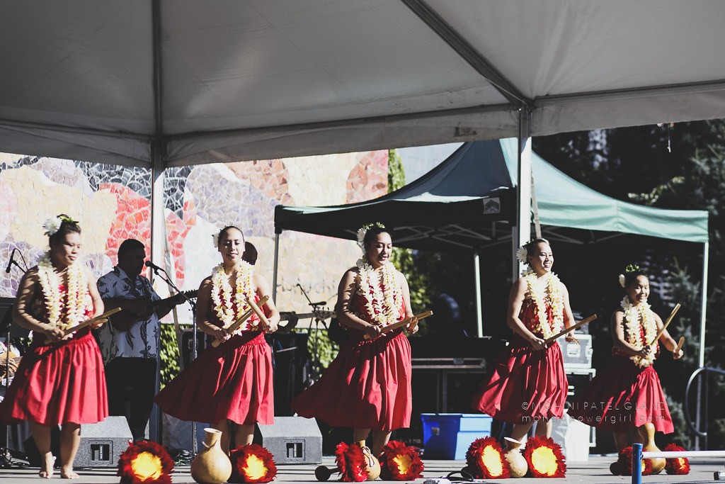 hula dancers with puʻili and ʻuliʻuli at 2017 live aloha hawaiian cultural festival seattle