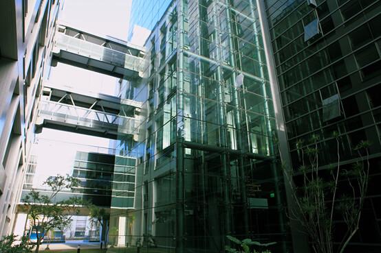 搭載電力回生系統的台達桃三廠電梯,每年可藉此節能近40%!圖片提供:台達電子文教基金會。