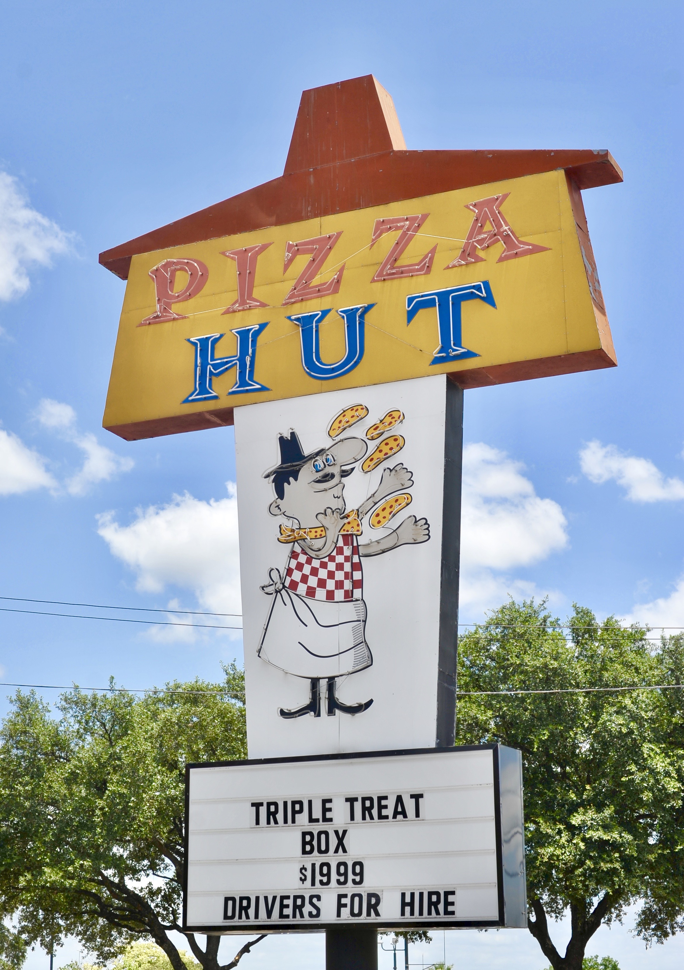 Pizza Hut - 4250 Fredericksburg Road, San Antonio, Texas U.S.A. - July 16, 2016