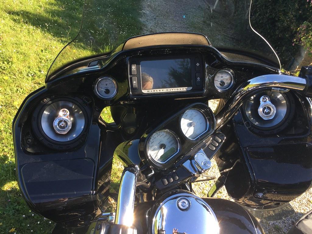 Changer les hauts-parleurs sur un Road Glide / tutoriel 37110500910_b3369e03aa_b