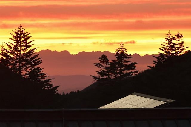 行者小屋からの夕焼けと北アルプス・槍ヶ岳