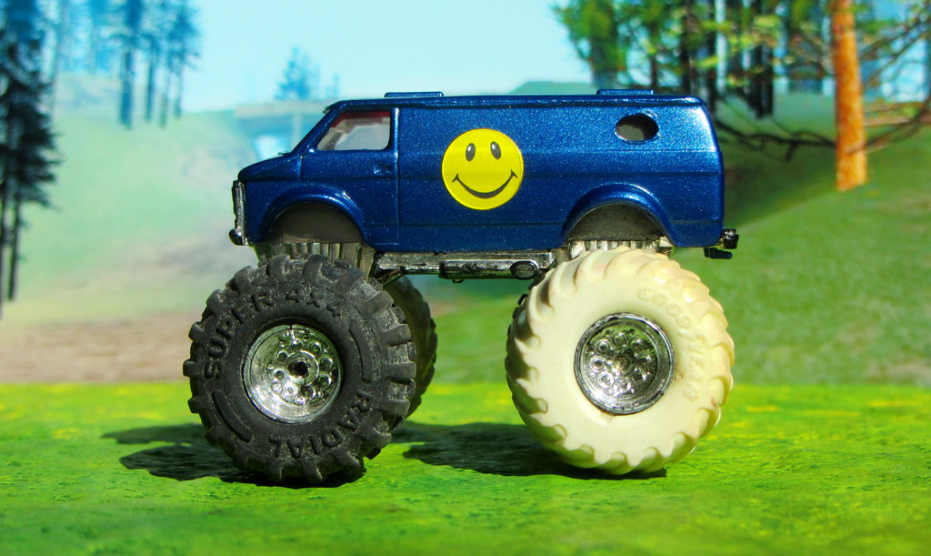 ... Matchbox Toys   The Super Chargers U0027Rolling Thunderu0027 Chevy Monster Truck  1985 : Diorama