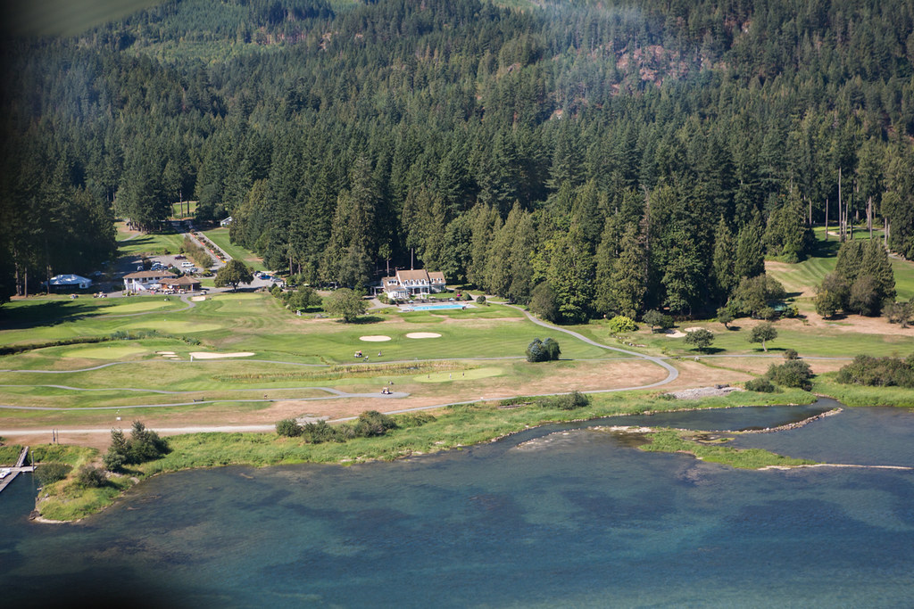 Rowena's Inn and Sandpiper Golf Course