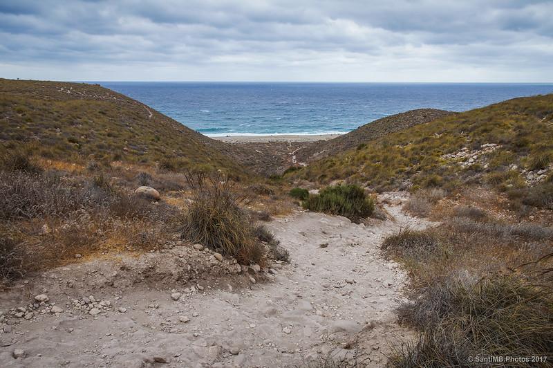 Sendero que baja a la Playa de los Muertos