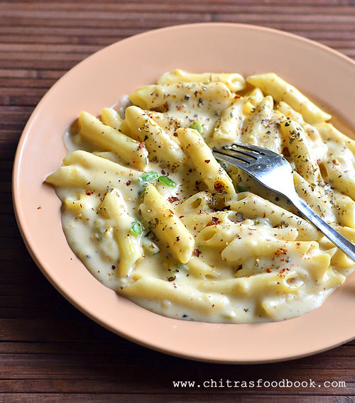 garlic pasta in white sauce